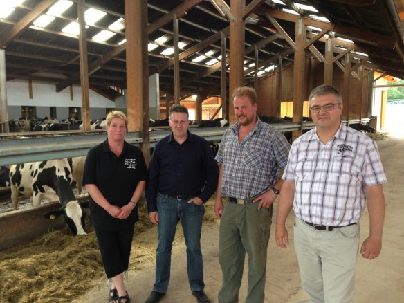 Besichtigung des Bauernhofs der Familie König in Mernes mit Landtagskandidat Michael Reul