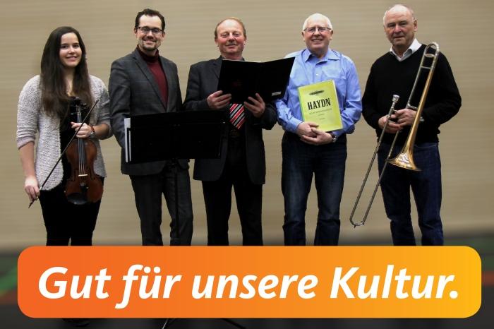 2016-02-06 Foto Gut für unsere Kultur mit Box.jpg